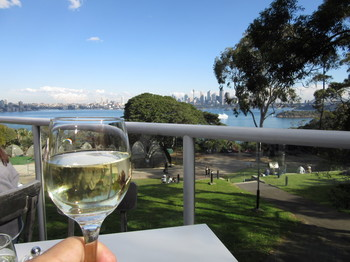 IMG_6861ワインと遠景.jpg