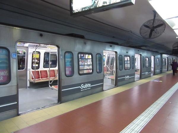 IMG_7359地下鉄車両.jpg