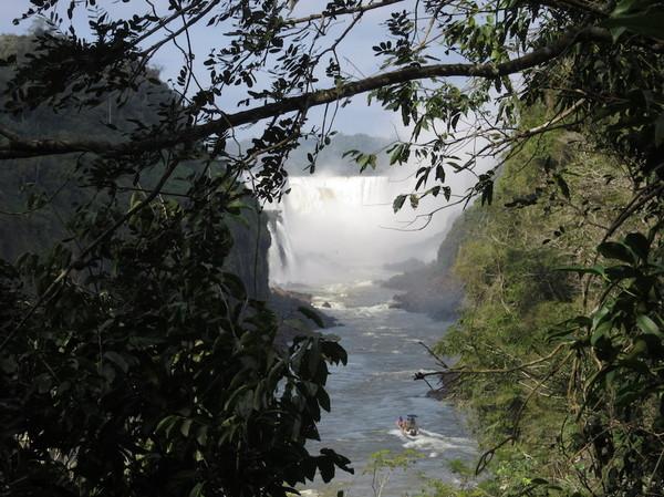 IMG_7464滝とボート.jpg