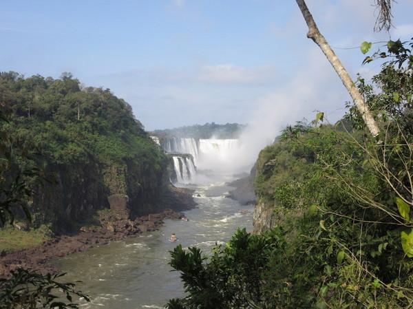 IMG_7467滝とボート.jpg
