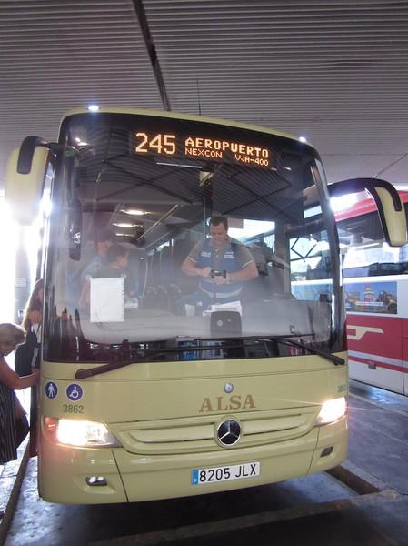 IMG_8023空港行きバス.jpg