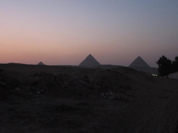 IMG_8267ピラミッドのシルエット.jpg